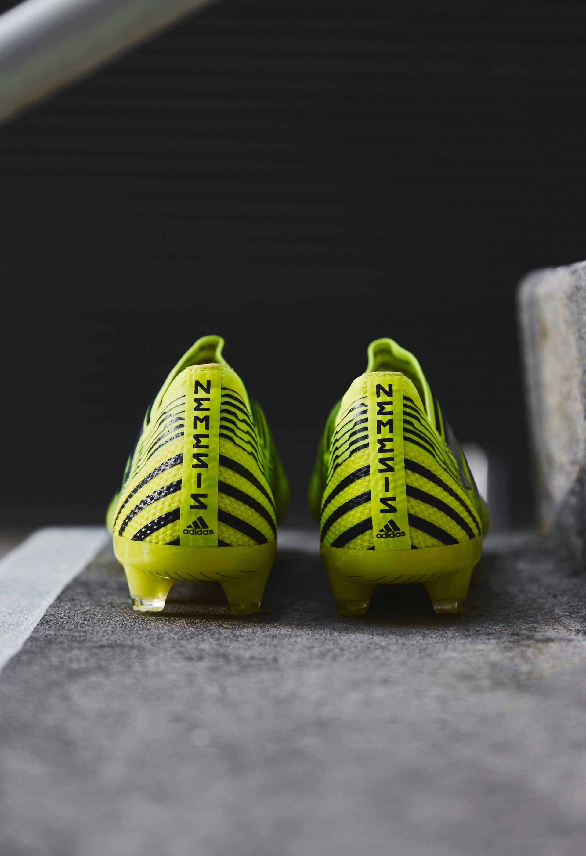 Солнечно-желтые Adidas Nemeziz