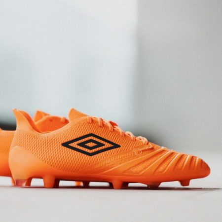 Umbro выпустили бутсы UX Accuro III с новой технологией D3O